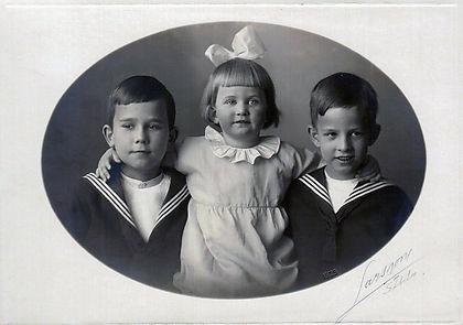 ১৯২৫ সাল । বারিমনরা তিন ভাইবোন । বা থেকে ড্যাগ, মারিয়ারিটা ও ইংমার । ইংমারের বয়স তখন ৭