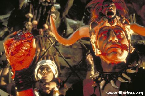 ইন্ডিয়ানা জোন্স অ্যান্ড দ্য টেম্পল অব ডোম । জীবন্ত মানুষের বুকের ভেতর হাত ঢুকিয়ে হাতের মুঠোয় কলিজা নিয়ে খুশিতে চিৎকার করে